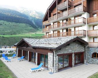 Résidence Lagrange Vacances Les Valmonts Val Cenis - Bramans - Building