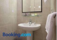 Booking Rooms - Belgrade - Bathroom