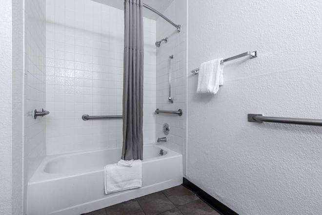Motel 6 Atlanta Northeast-Norcross - Norcross - Salle de bain