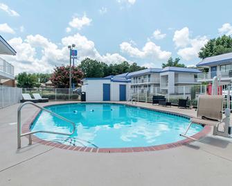 Motel 6 Atlanta Northeast-Norcross - Norcross - Zwembad
