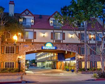 Days Inn Los Angeles/LAX/Redondo and Manhattan Beach - Lawndale - Будівля