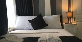 The Pine Lodge - Hounslow - Bedroom