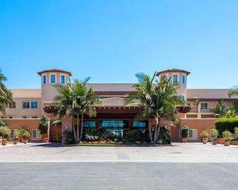 Grand Pacific Palisades - Carlsbad - Building