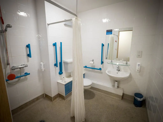 Travelodge Dublin Airport North 'Swords' - Swords - Bathroom
