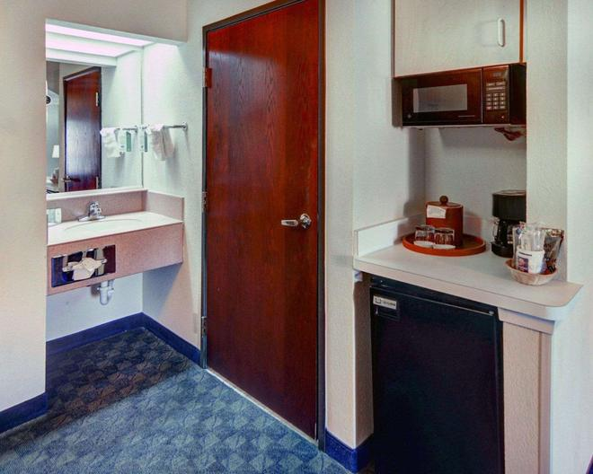 Quality Inn And Suites Dfw Airport South - Irving - Kylpyhuone