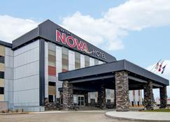 Chateau Nova Yellowknife - Yellowknife - Building