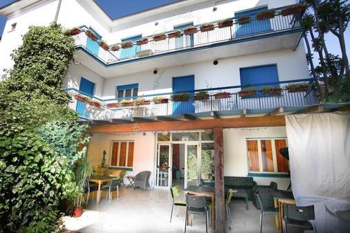 Hotel Migani Spiaggia - Rimini - Patio