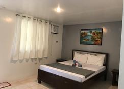 Marion Roos Hotel - Puerto Galera - Bedroom