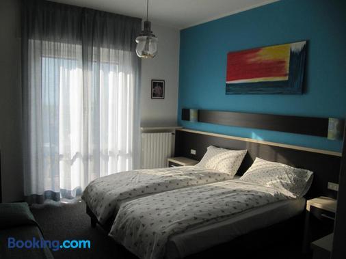 卡羅酒店 - 加爾達湖畔布倫佐內 - 布冷佐奈 - 臥室