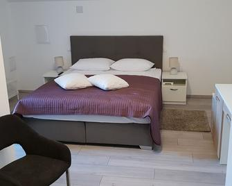 Ke-To Zagreb Airport Rooms - Велика Гориця - Bedroom