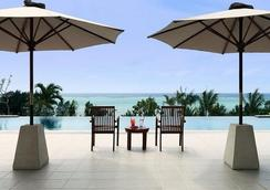 Kafuu Resort Fuchaku Condo Hotel - Onna - Pool