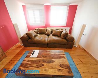Ferienwohnungen Eibner - Dettingen an der Erms - Living room
