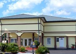 Days Inn by Wyndham Waycross - Waycross - Building