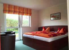 Gasthaus & Pension Zur Schaabe - Glowe - Bedroom