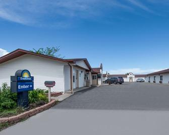 Days Inn by Wyndham Jamestown - Jamestown - Building