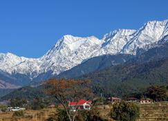 Pushpangan Menage - Pālampur - Vista del exterior