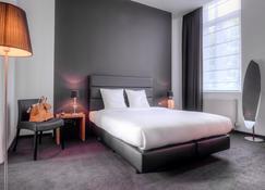 Hotel St James - Mons - Bedroom