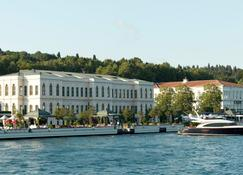 Four Seasons Hotel Istanbul at the Bosphorus - Istanbul - Buiten zicht