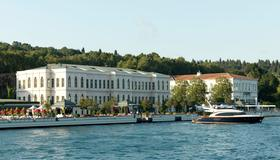 Four Seasons Hotel Istanbul at the Bosphorus - Istanbul - Vista esterna
