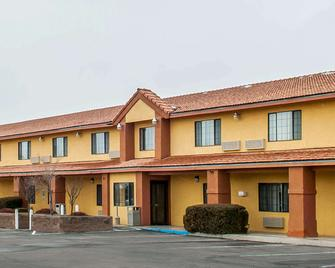 Quality Inn & Suites Grants - Grants - Building
