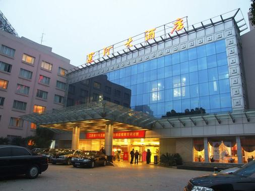 Wuxi Canal Grand Hotel - Wuxi - Building