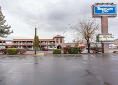 Rodeway Inn - Baker City - Building