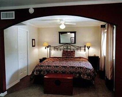 Vineyard Court Designer Suites Hotel - College Station - Makuuhuone
