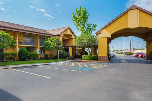 Quality Inn & Suites NRG Park - Medical Center - Houston - Building