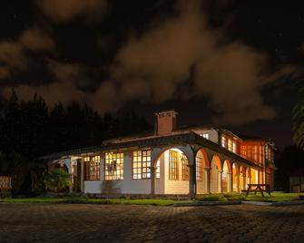 Hosteria San Carlos Tababela - Tababela - Building