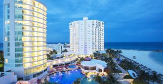 Krystal Grand Punta Cancun - Cancún - Building