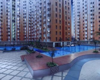 Sunshine Inn Hotel Bekasi - Bekasi - Pool