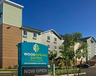 Woodspring Suites Lake Worth - Lake Worth - Gebäude