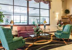 Clarion Inn & Suites Northwest - Indianapolis - Lobby