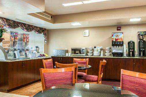 Clarion Inn & Suites Northwest - Indianapolis - Buffet