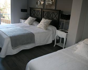Hotel L'Ast - Banyoles - Спальня