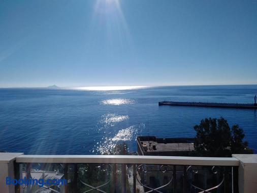 Kastro Hotel - Agios Kirykos - Beach