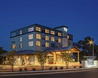 The Bevy Hotel Boerne, a DoubleTree by Hilton - Boerne - Building