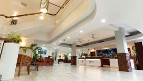 Imperial Hawaii Resort - Honolulu - Lobby