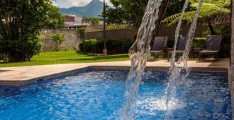 Courtyard by Marriott San Salvador - סן סלבדור - בריכה