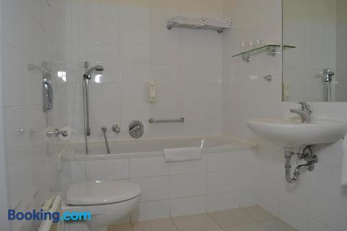 Aparthotel Austria Suites - Prague - Bathroom