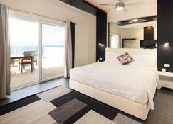 Lalaguna Villas Luxury Dive Resort & Spa - Puerto Galera - Bedroom