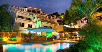 Lalaguna Villas Luxury Dive Resort & Spa - Puerto Galera - Pool
