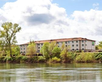 Holiday Inn Express Corvallis-ON The River - Corvallis - Edificio