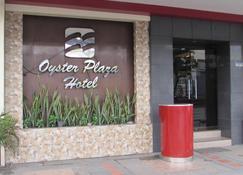 Oyster Plaza Hotel - Las Piñas - Vista del exterior