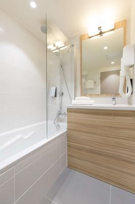Campanile Metz Centre - Gare - Metz - Bathroom
