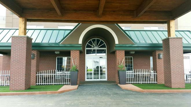 Country Inn & Suites by Radisson, Rapid City, SD - Rapid City - Building