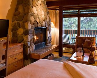 Post Hotel and Spa - Lake Louise - Bedroom