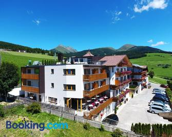 Hotel Kristall - Maranza - Building