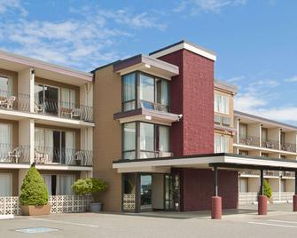 Travelodge by Wyndham Nanaimo - Nanaimo - Building