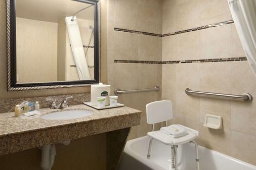 Wingate by Wyndham Little Rock - Little Rock - Bathroom